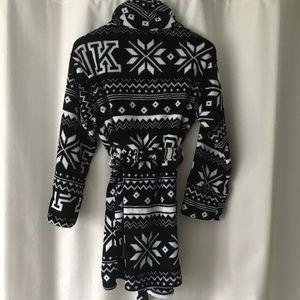 PINK Victoria's Secret Intimates & Sleepwear - PINK by Victoria's Secret fluffy robe NWT
